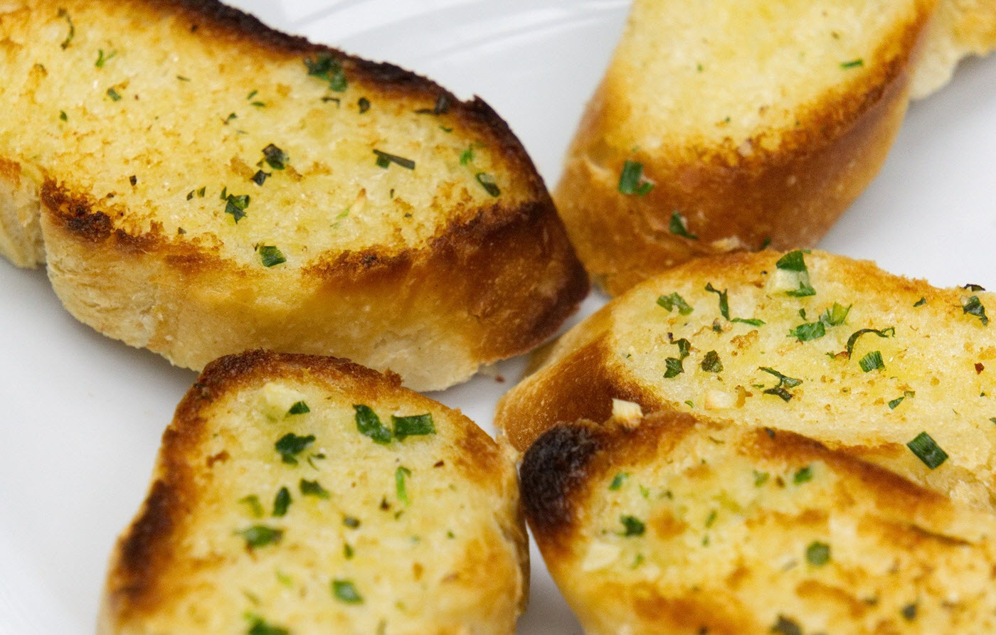 Can dogs eat garlic bread